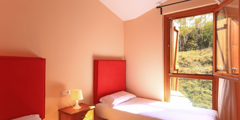 Apartamento De 2 Dormitorios Con Vistas 2 6 Adultos En La Pleta De - Dormitorios-adultos